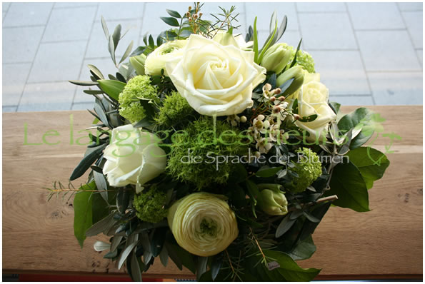 Flower Delivery Munich, Bouquet white roses and green flowers